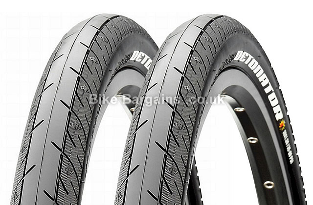 Maxxis Detonator Pair of Road Tyres 28c, 700c, wire